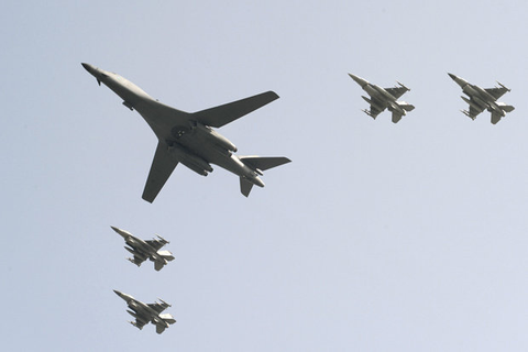 North Korea vs USA war: Rockwell B1 bombers practice ...