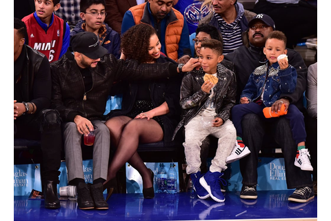 Alicia Keys and Swizz Beatz at NY Knicks Game November ...