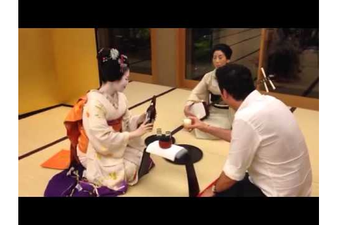 Drinking games with a Geisha in Japan - YouTube