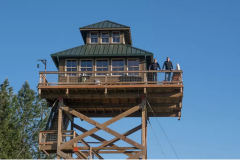 Off-Grid Lookout Tower Cabin in Tiller