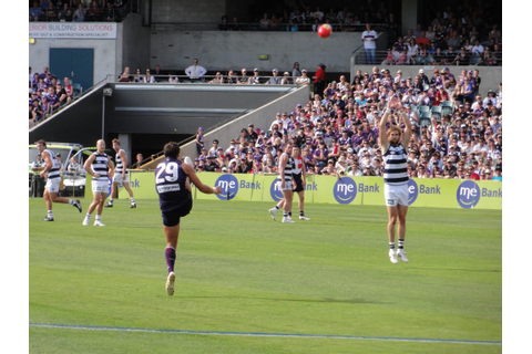 File:Matthew Pavlich kicks for goal during the AFL game ...