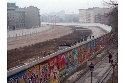 Sources task: The Berlin Wall | South African History Online
