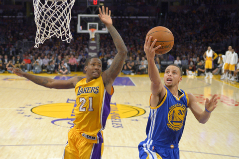 Warriors hold off the Lakers, 108-105 - LA Times