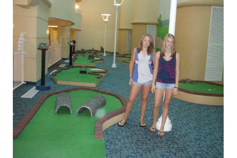 Indoor Mini-golf area - Picture of Wyndham Ocean Walk ...