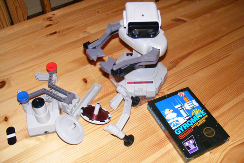Nintendo Gyro Gyromite Rob robot Toy Video Game