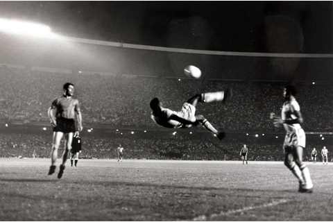 Pele Bicycle Kick | Bicycle kick, Maracanã stadium, Soccer