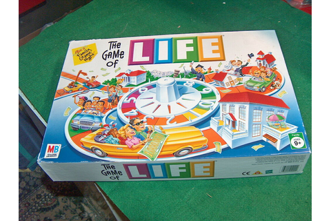 LIFE - THE GAME OF LIFE FAMILY BOARD GAME AGES 9+ Very ...