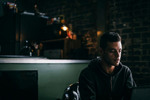 The Trick to Enjoying This Season of 'Mr. Robot': Think of ...