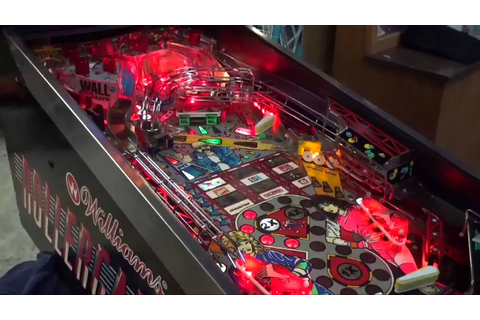 Williams ROLLERGAMES Pinball Machine with many features ...