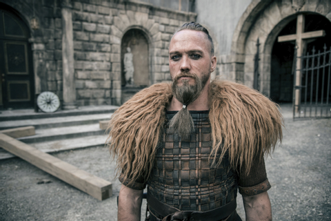 Hot viking Erik (The Last Kingdom) played by Christian ...