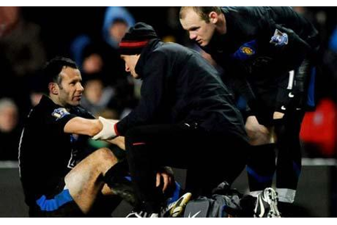 Manchester United winger Ryan Giggs sent for X-ray on arm ...