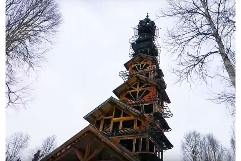 This Alaskan Log Cabin Tower House Looks Like a Dr. Suess ...