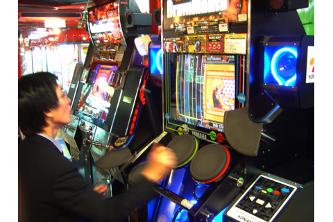 File:GitarFreaks and DrumMania V cabinets and player.jpg ...