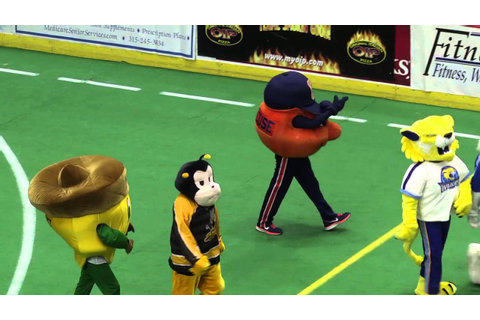 Syracuse Silver Knights Halftime Mascot Game - YouTube