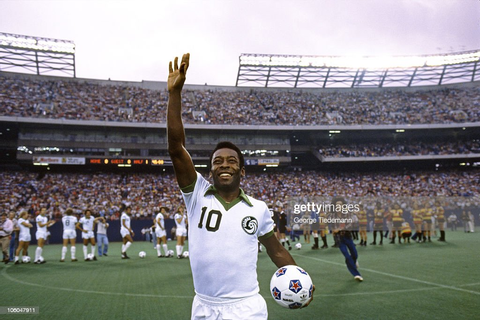 New York Cosmos Pele waving to crowd during player ...