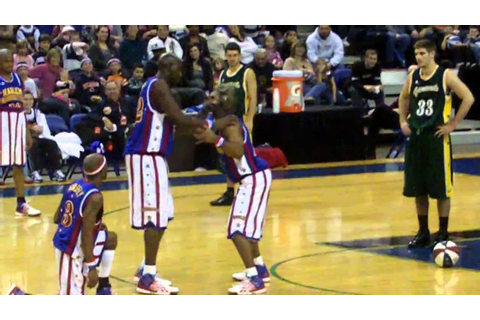 Harlem Globetrotters Play Football - YouTube