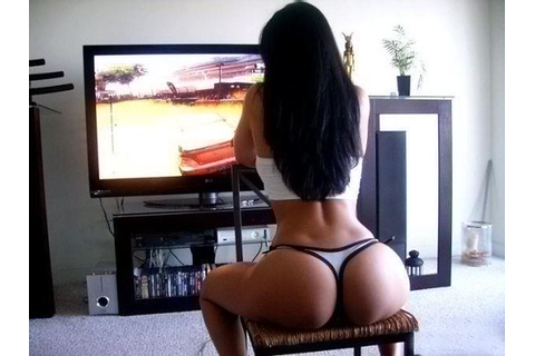 Your perfect girl!!! Bil ol booty and she play video games ...
