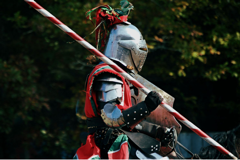 Medieval reenactor dies after 7-foot-long lance spears his ...