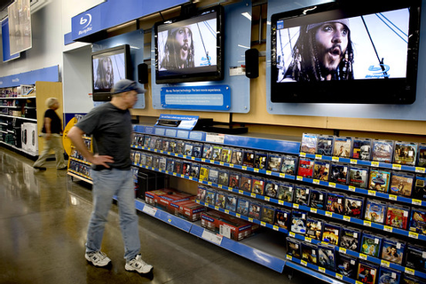 Wal-Mart Steps Up Its Game in Electronics Aisle - WSJ