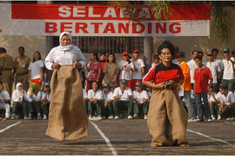 #EngVocab: Indonesian Independence Day Games | @EnglishTips4U