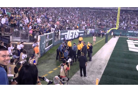 Streakers at Jets /Panthers game - YouTube