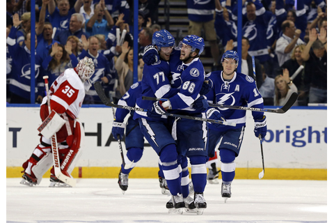 Victor Hedman Photos Photos - Detroit Red Wings v Tampa ...