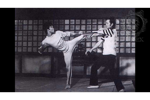 "BRUCE LEE ""GAME OF DEATH"" - YouTube"