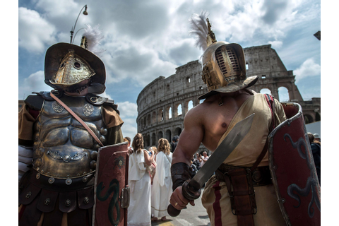 Rome bans 'gladiators' and rickshaws from tourist hotspots ...