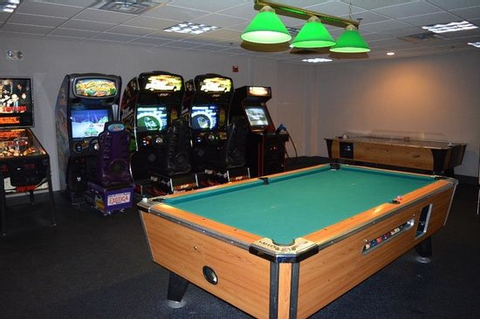 Arcade & pool table - Picture of Comfort Inn & Suites Near ...