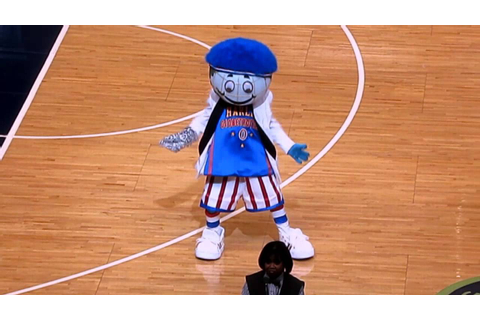 Mr. Globie Harlem Globetrotters Game 2 - YouTube