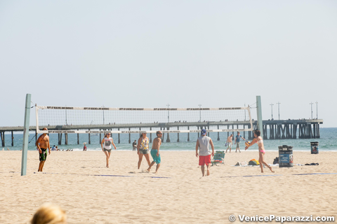 » Play a game of beach volleyball!