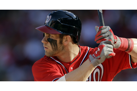 Bryce Harper applies warpaint for Game 2 (photo)